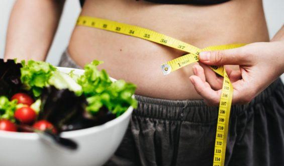 Młode pokrzywy – zdrowotny chwast